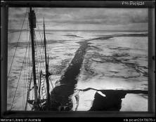 g3 - The Endurance in young sea-ice during the Shackleton expedition, 1914-1916] copia