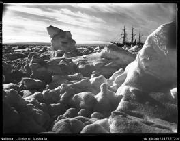 g5 - A midnight sunset and the Endurance in the Weddell Sea, Shackleton expedition, ca 22 February 1915 copia
