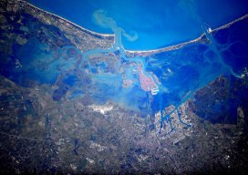o8-Hello Venice from space! I have flown in the area many times, but never quite as high. Credits ESA-NASA