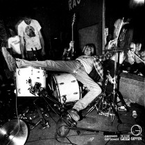 """CD """"Bleach"""" album booklet of Nirvana, 1989, Sub Pop / Geffen records - photo by Charles Peterson"""